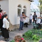 Sztathatosz Sebestyén játéka a szegedi Szent György templom 2015. évi húsvéti, kerti ünnepségén