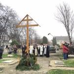 Karácsonyi másnapi keresztszentelés a szegedi Dugonics temetőben